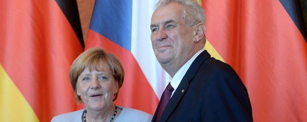 Angela Merkel und Präsident Milos Zeman in Prag