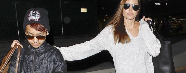 Angelina Jolie und Maddox Jolie-Pitt am Flughafen von LA