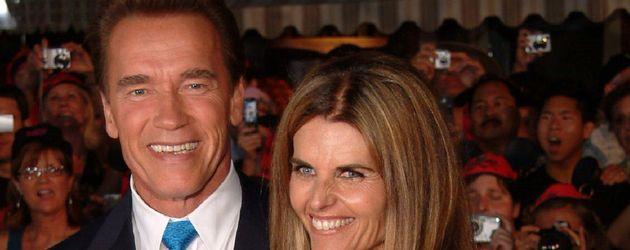 """Arnold Schwarzenegger and Maria Shriver bei der Premiere von """"Fluch der Karibik 2"""" 2006"""