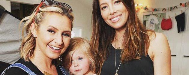 Beverley Mitchell mit ihrer Tochter Kenzie und Jessica Biel