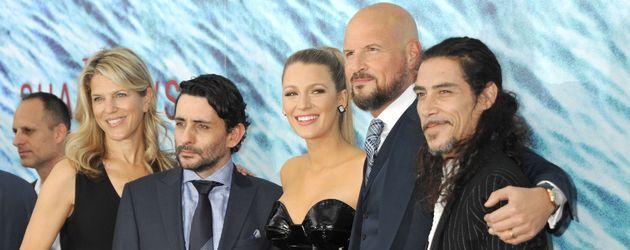 """Blake Lively mit dem Cast von """"The Shallows"""""""