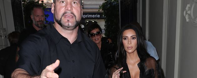 Bodyguard Pascal Duvier und Kim Kardashian auf dem Weg zu Balmain in Paris