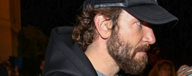 """Bradley Cooper verlässt die """"Vogue Paris Foundation Gala"""" in Paris"""
