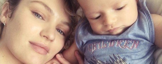 Candice Swanepoel mit ihrem Sohn Anacã