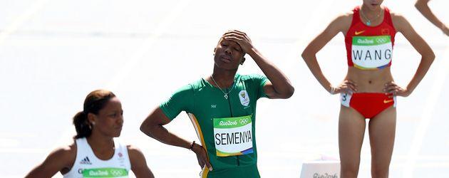 Caster Semenya (m.) vor ihrem Start in Rio