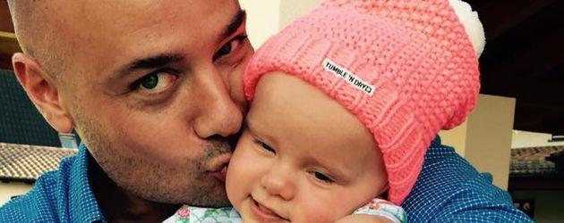 Ex-Bachelor Christian Tews mit seiner Tochter
