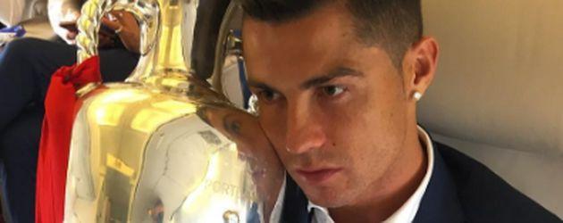 Cristiano Ronaldo und der EM-Pokal