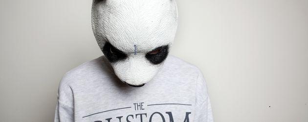 Cro mit Sweater und Panda-Maske