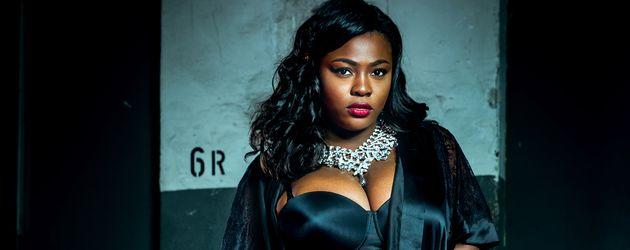 """""""Curvy Supermodel""""-Kandidatin Aurelie in Dessous"""