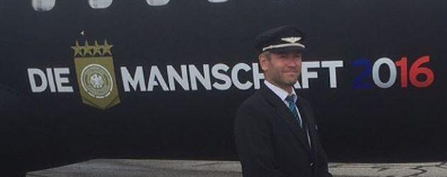 Das Flugzeug und der Kapitän der deutschen Nationalmannschaft