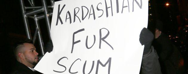 Demonstrant gegen die Kardashians