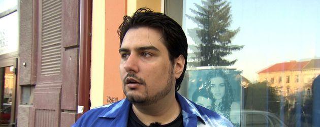 Elvis mit neuer Frisur