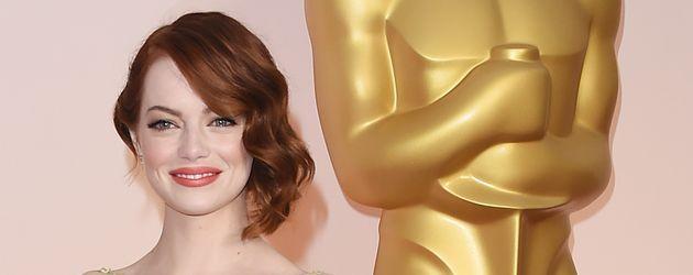 Emma Stone mit der Oscar-Statue