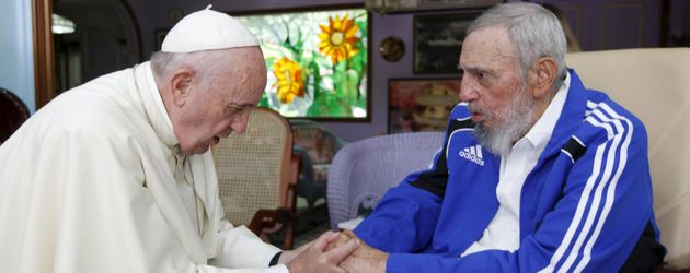 Fidel Castro (r.) bei Papst Franziskus