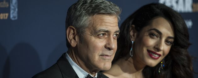 George Clooney mit seiner Amal bei den Cesar Film Awards in Paris