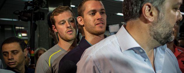 Gunnar Bentz und Jack Conger am Flughafen von Rio de Janeiro