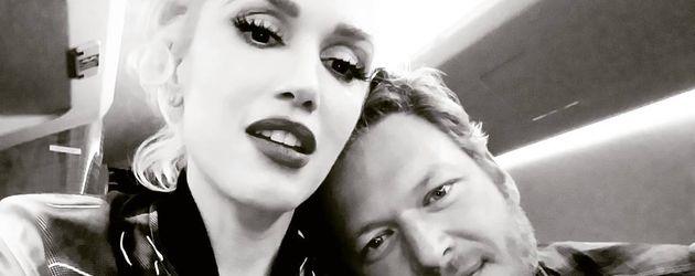 Gwen Stefani und Blake Shelton beim Schmusen