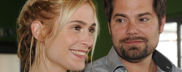 Sophie (Lea Marlen Woitack) und Leon (Daniel Fehlow) bei ihrer Hochzeit