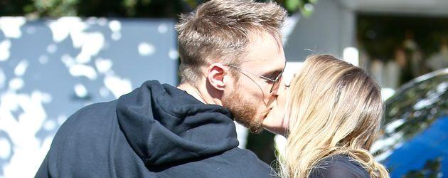 Hilary Duff and Jason Walsh beim Küssen in Los Angeles