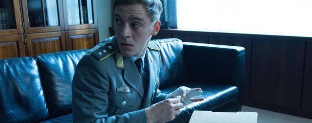 Jonas Nay als Martin Koch beim Spionieren