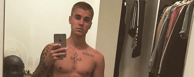 Justin Bieber vor dem Spiegel