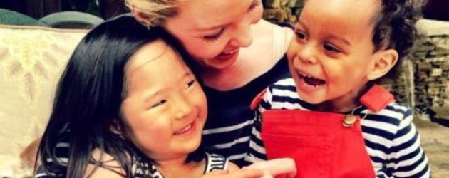 Katherine Heigl mit ihren zwei Adoptivtöchtern