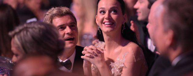 "Katy Perry mit Orlando Bloom bei der ""UNICEF Snowflakes Gala"""