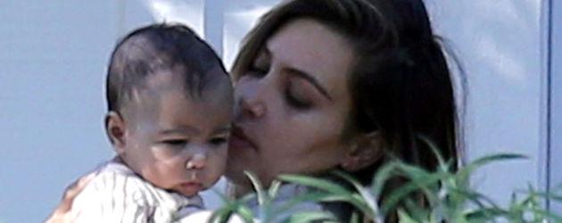Kim Kardashian und North West als Baby im Jahr 2013