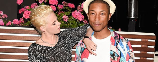 Kristen Stewart und Pharrell Williams bei einem Chanel-Event
