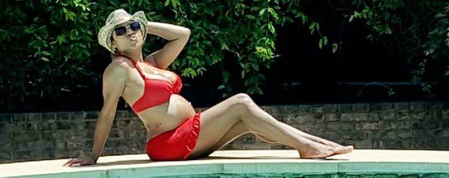 LaTavia Roberson schwanger am Pool