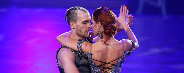 """Eric Stehfest und Oana Nechiti in der 6. """"Let's Dance""""-Show 2016"""