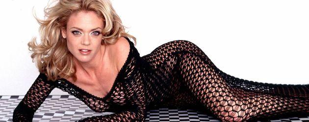 Lisa Robin Kelly in sexy liegender Position