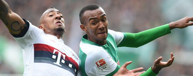 Jérôme Boateng im Zweikampf gegen Melvyn Lorenzen beim Spiel Werder Bremen gegen