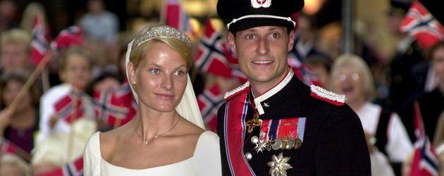 Mette-Marit und Haakon bei ihrer Hochzeit am 25. August 2001