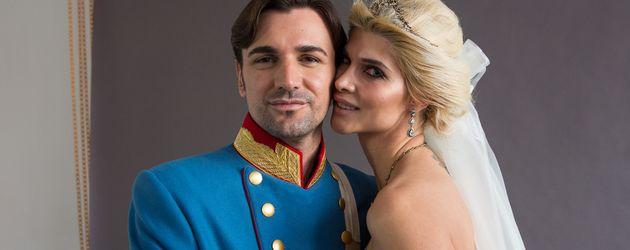 Felix Steiner und Micaela Schäfer bei einem Braut-Shooting