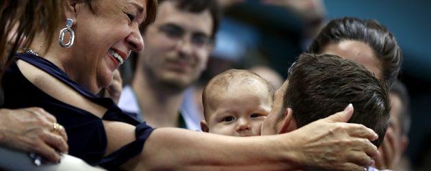 Michael Phelps mit seinem Sohn Boomer bei den Olympischen Spielen 2016