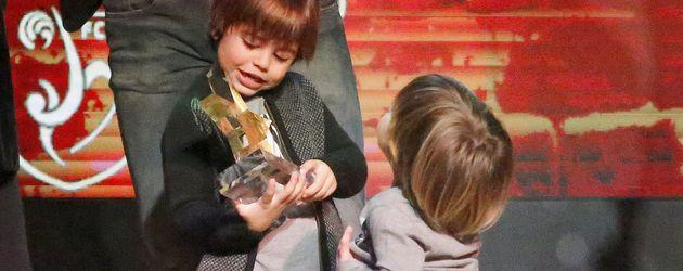 Milan und Sasha Piqué Mebarak bei den Estrella Catalan Awards in Barcelona