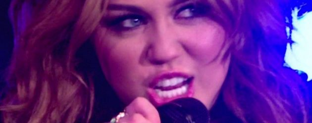 Miley Cyrus guckt fies