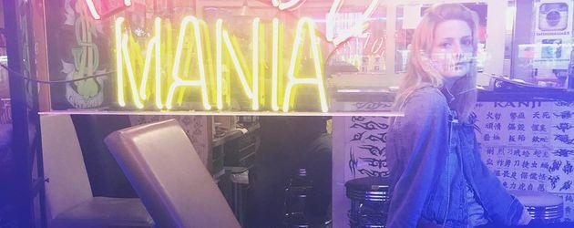 Mischa Barton in einem Tattoo-Laden am Sunset Strip in L.A.