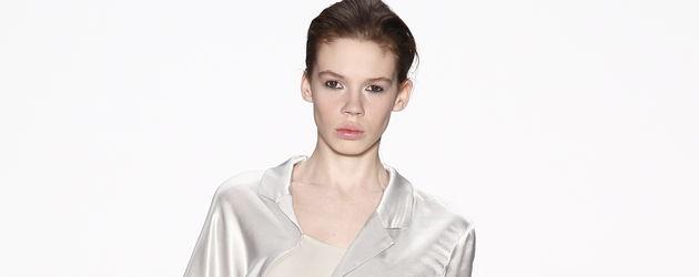 Model bei Perret Schaad