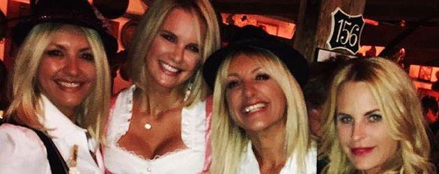 Monica Ivancan mit ihren Freundinnen auf dem Oktoberfest