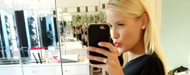 Oksana Kolenitchenko eine Woche nach der Geburt von Töchterchen Arielle