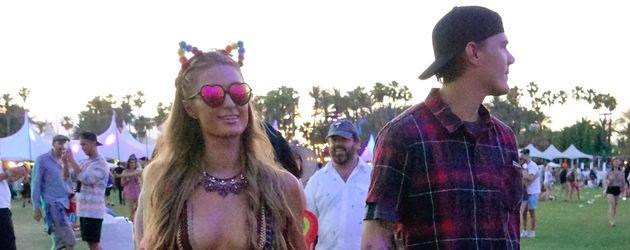 """Paris Hilton und Chris Zylka auf dem """"Coachella""""-Festival in Indio, Kalifornien"""