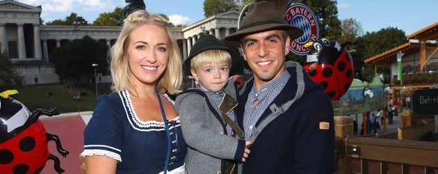 Philipp Lahm, Ehefrau Claudia und Sohn Julian beim Oktoberfest
