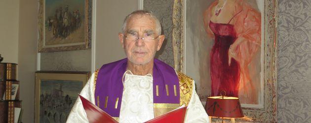 """Prinz Frédéric von Anhalt in seiner neuen Funktion als """"Pastor der Universal Life Church"""""""