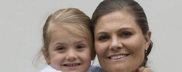 Prinzessin Estelle von Schweden mit ihrer Mutter Prinzessin Victoria
