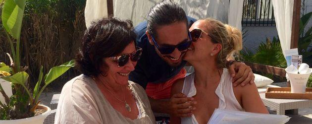Rebecca Kratz mit ihrem Verlobten Julio und Weddingplannerin Gabriele Günter