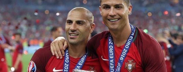 Ricardo Quaresma und Cristiano Ronaldo feiern EM-Sieg 2016