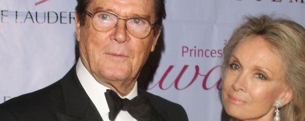 Roger Moore mit seiner Frau Kristina Tholstrup bei der Princess Grace Awards Gala