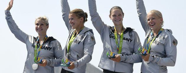 Sabrina Hering (ganz links) bei der Siegerehrung am 20. August 2016